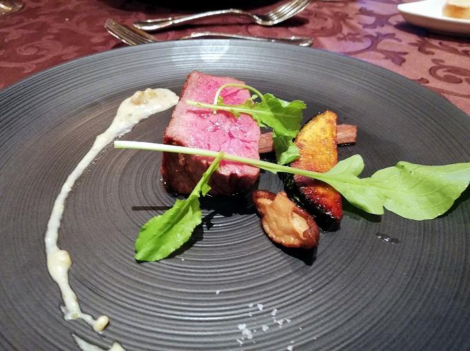 牛ロース肉のロティ 和栗とデュクセルソース