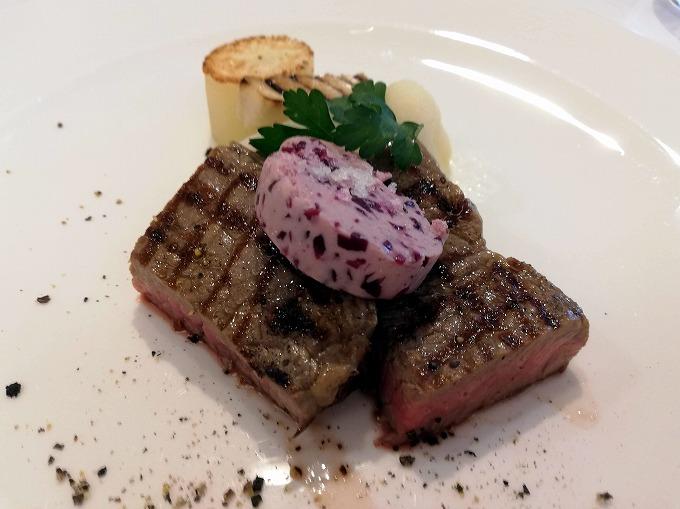 お肉料理は牛肉のロースト
