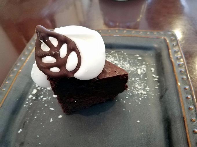 「生チョコ仕立てのガトーショコラ」250円