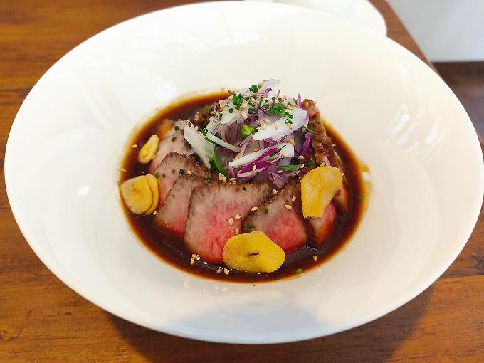 メンバー注文の「ステーキ屋の本気のローストビーフ丼 お肉60g」1500円です。